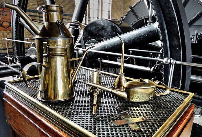 全自动码垛机机械手加润滑油时要注意什么